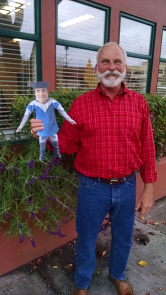 Flat Tommy visits with Jim Featherstone '72 in Napa Valley, Calif.