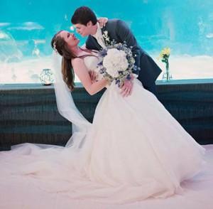 Kelsey Sparks '14 and Dagan Kaht '14 celebrate their wedding.