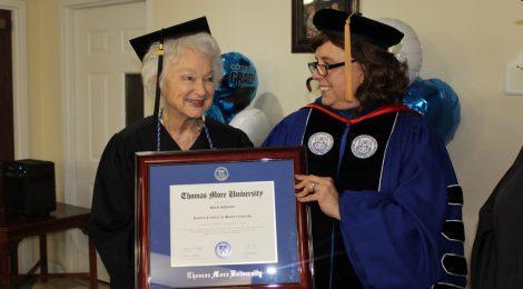 Sarah Kahmann receives honorary certificate