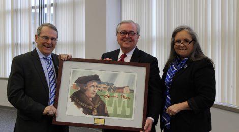 Chief Justice John D. Minton Jr. receives gift